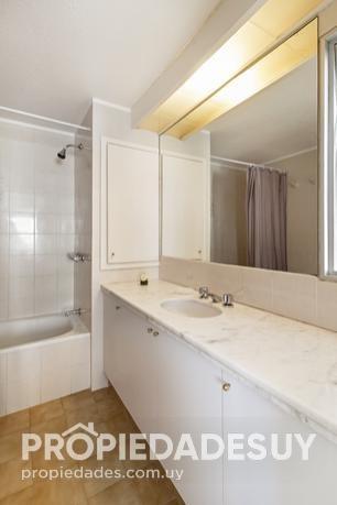 departamento en alquiler de 2 dormitorios y dep. servicio - 3 baños en punta del este