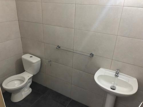 deposito con oficinas/baños/duchero/parrillero