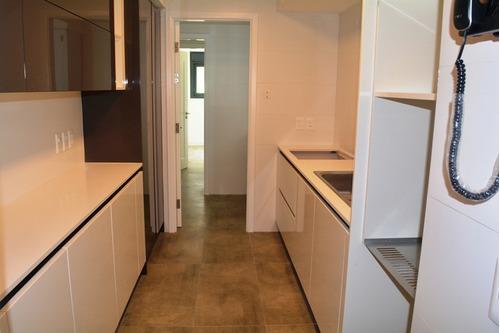 divino apartamento en la rambla. 3 dormitorios y servicio.