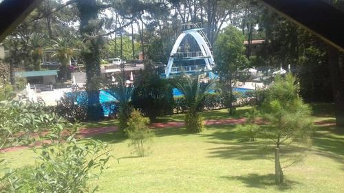 divino!!!!!para 4  o 5 personas aire a.  cochera piscina