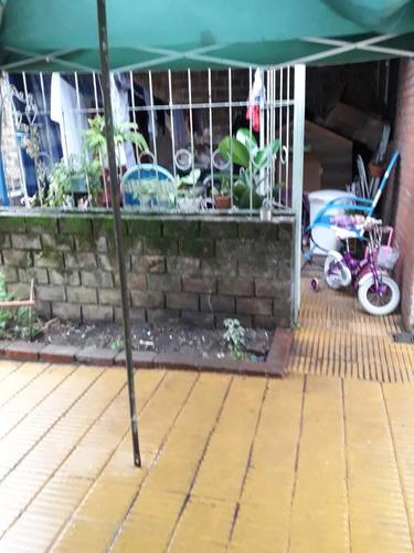 dos casas de 2 dormitorios para reciclar en la comercial