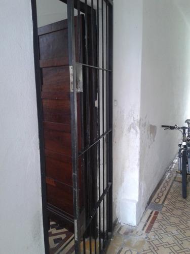 dos dormitorios, a solo pasos de tres cruces, azotea, placar