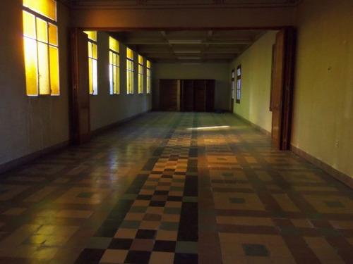 dos edificios concebidos para institucion educativa