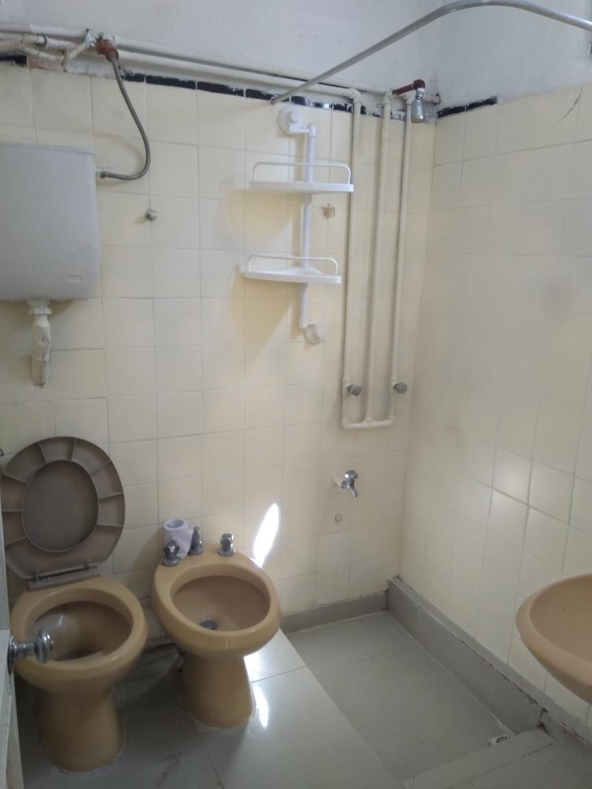 dueño , apartamento tipo casita 1 dormitorio, patio y demás