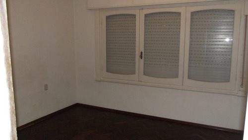 dueño vende, nuevo malvin sólida casa a metros de la rambla