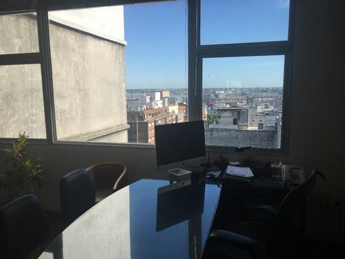 dueño vende oficina con vista a la bahía y rambla sur