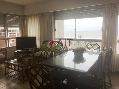 edificio frente a playa mansa. unidad 2 dormitorios con vistas parciales, bien equipada. consulte! - ref: 678