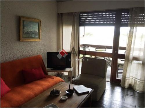 edificio frente al mar. 2 dormitorios y 2 baños. cerca de hotel conrad. - ref: 2832