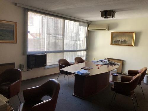 edificio rincón, amplia oficina, 82m2, de categoría.