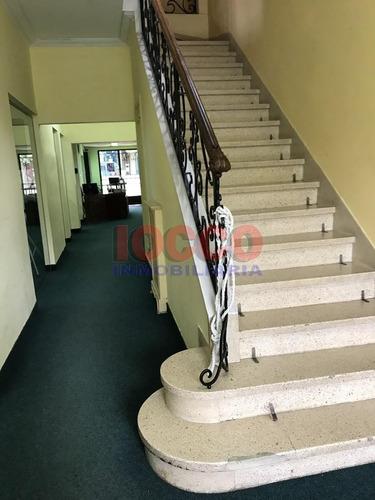 elegante casa-local al frente y otro local en 2 plantas al fondo