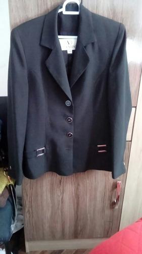 elegantes trajes y blazers