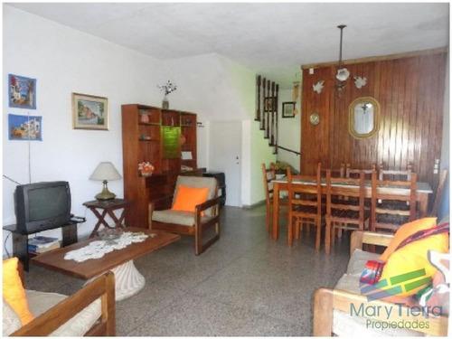 en alquiler . cómoda casa estilo ph, con jardín a pocos metros del mar (playa brava) - ref: 1572