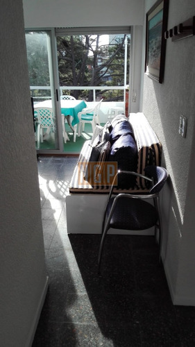 en exclusividad !!!!!    hermoso apartamento con garage cerrado con 2 bauleras no se lo pierda edificio arenal  !!!! - ref: 15989