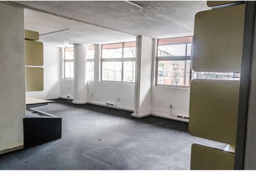 en pleno centro 300 mts  6 garages ideal empresa