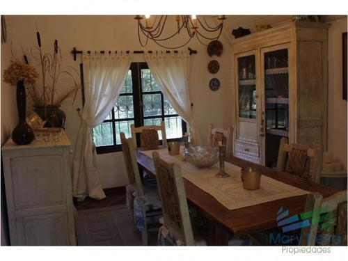 en venta y alquiler...  casa en excelente zona, distribuida en dos plantas.  - ref: 1602