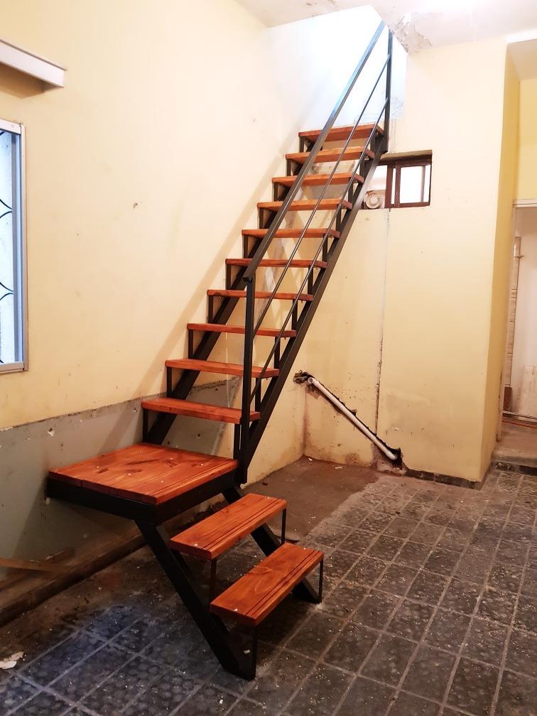 Escaleras caracol rectas hierro y madera en for Escaleras para caminar fuera del jardin