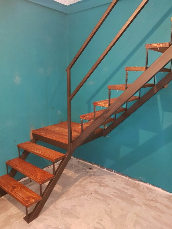 Escaleras rectas caracol interior exterior hierro y madera 450 00 en mercado libre Escalera hierro y madera