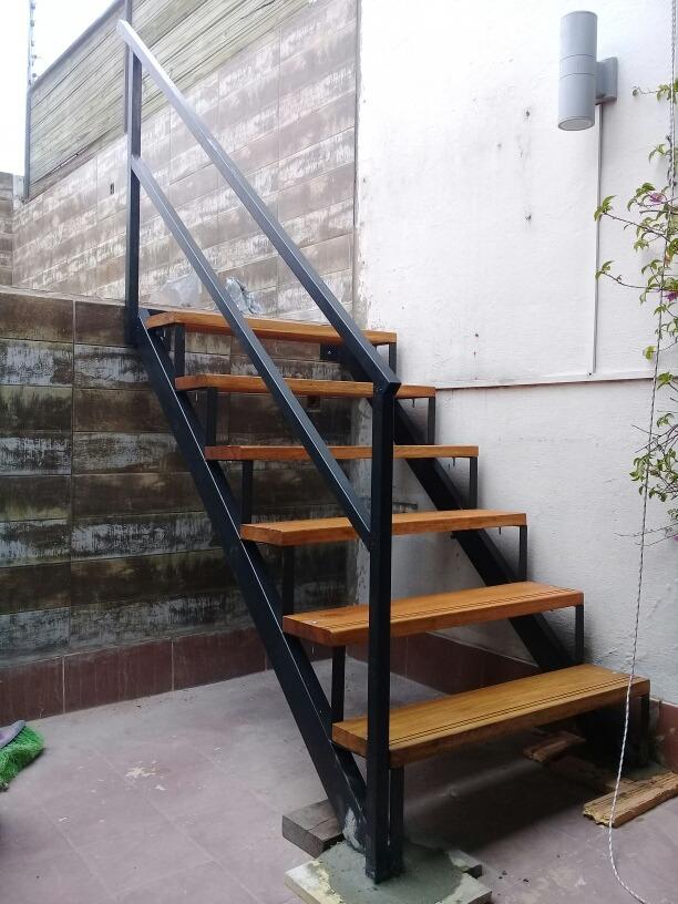 Escaleras rectas y caracol herreria 3800 el metro for Escalera de jardin de madera