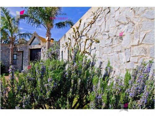 especatcular residencia en un lugar paradisíaco, entorno de mucha tranquilidad y privacidad. - ref: 7987