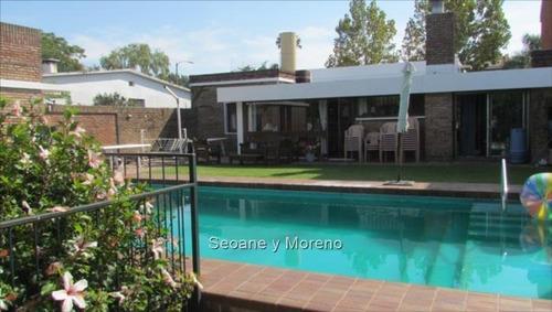 estilo moderno con piscina