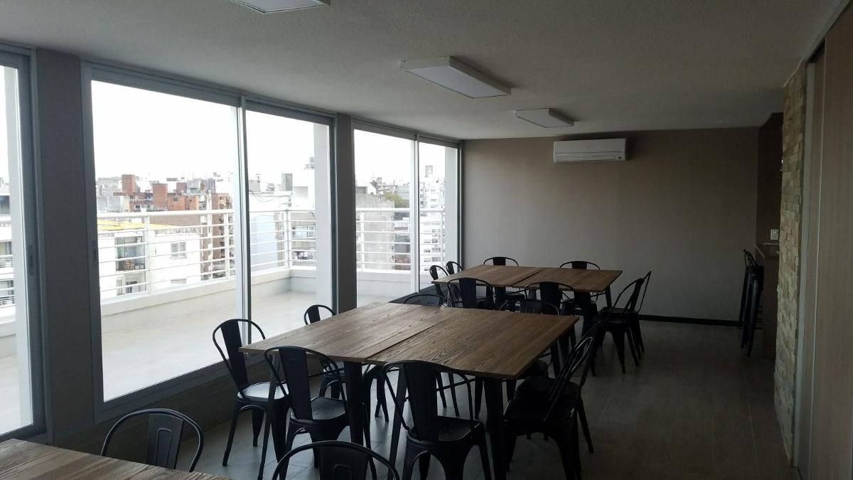 estrena ya! monoambiente en piso 7 al frente, con balcón!