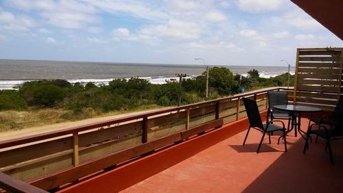 excelente apartamento frente al mar en alquiler