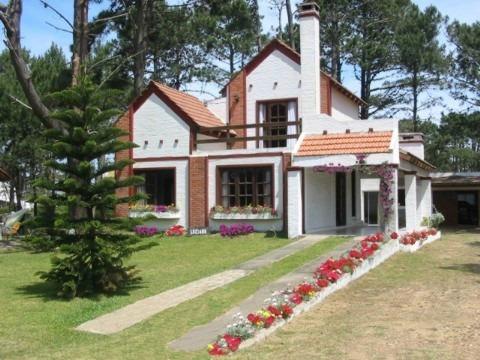 excelente casa de dos plantas en la balconada,