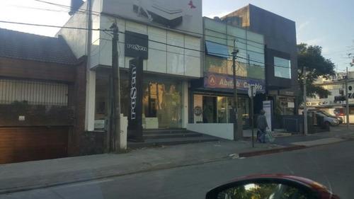 excelente local comercial frente a shopping de punta carretas
