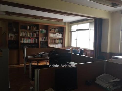 excelente oficina en ciudad vieja. venta con renta