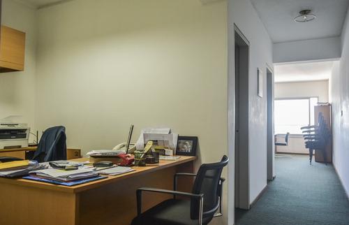 excelente oficina, luminosa, comoda y la mejor vista
