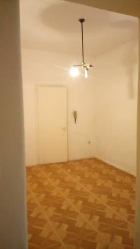 excelente ubicación! pocitos apt 1 dormitorio, interno.