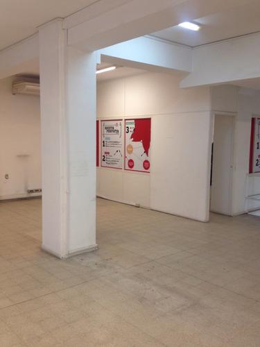 excluso oficina,amplio ambiente y 3 oficinas definidas,fte.