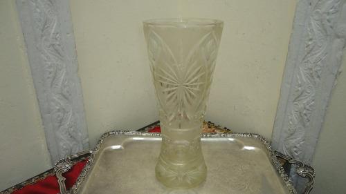 fino florero de cristal antiguo impresionante tallado miralo