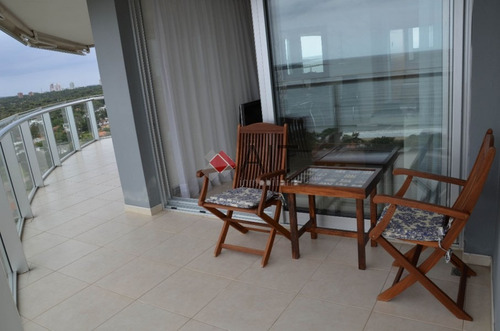 frente al mar, 3 dormitorios y servicio. edificio de categoria con multiples servicios. consulte.- - ref: 3987