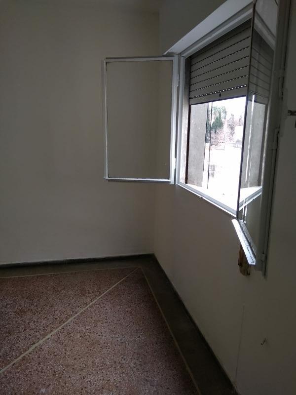 gastos $1.400s, muy luminoso, seguro, 3er piso escalera