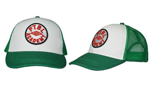 gorra verde con visera umbro timeout