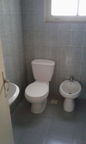 gran oportunidad!! alquilo casa 3 dormitorios y 2 baños.