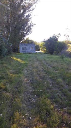 gran terreno con pequeña casita y barbacoa con tec