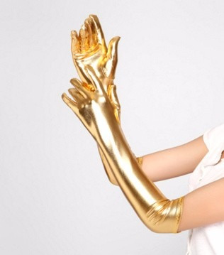 guantes largos metalizados, color dorado.