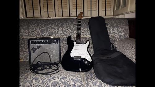 guitarra eléctrica fender con accesorios