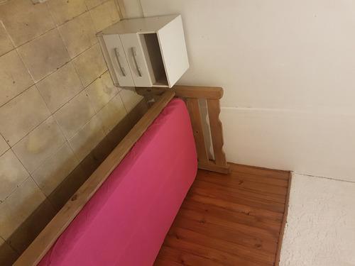habitación con muebles, individuales