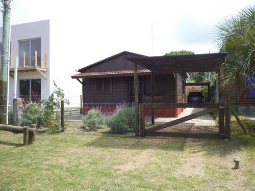 hermosa cabaña en excelente ubicacion 2 cuadras de la playa.