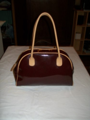 hermosa cartera italiana  bordeaux y beige brillosa