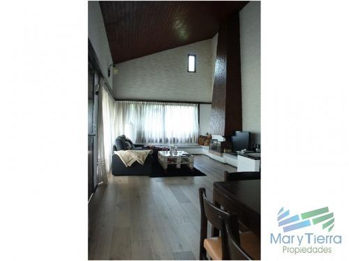 hermosa casa a dos cuadras exactamente del mar, playa mansa!!! - ref: 1686