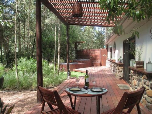hermosa casa completamente rodeada de naturaleza y paz