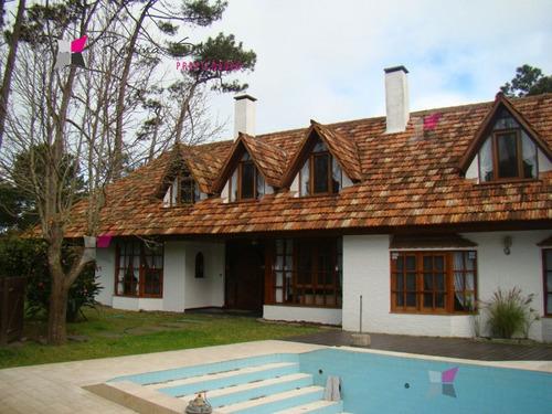 hermosa casa con enorme parque  - ref: 7248