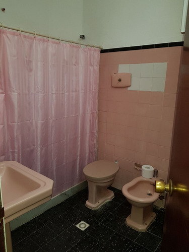 hermosa casa de 2 plantas 3 dor.2 baños frente al liceo
