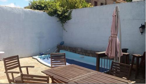 hermosa, desarrollada en 2 plantas, barrio  privado, piscina