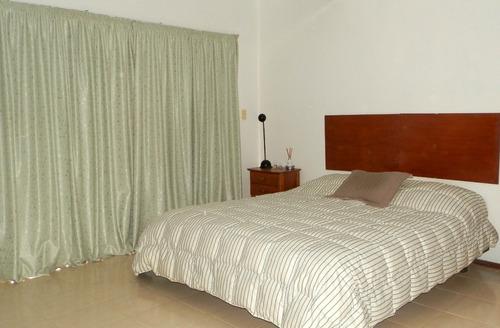 hermosa residencia de 3 dorm- (1 en suite c/vest) 2 baños