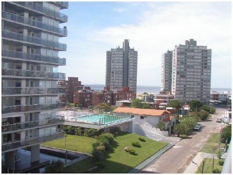 hermosa terraza, hacia playa mansa.